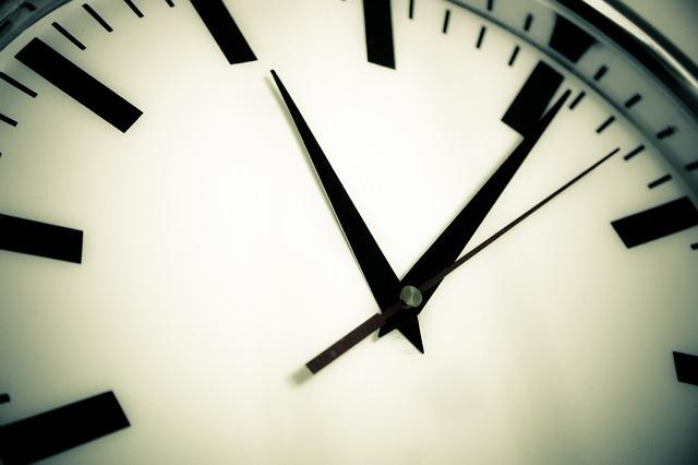 clock-594178_640